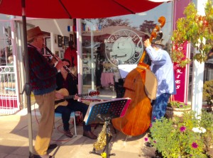 Gentle live music at the Patisserie in Blairgowrie and fabulous breakfasts